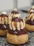 ChokladReligieuse kräm- Puffs Royaltyfria Bilder