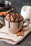 Chokladsouffle med choklad Arkivfoto