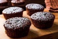 ChokladSouffle med pudrat socker Royaltyfri Foto