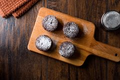 ChokladSouffle med pudrat socker Arkivbild