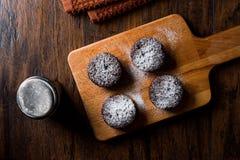 ChokladSouffle med pudrat socker Arkivfoton