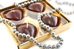 Chokladstearinljus i form av hjärta Arkivbild