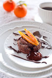 Chokladtårta med den candied orange peelen Royaltyfri Fotografi