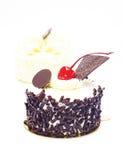 Chokladtårta med körsbäret överst Royaltyfria Bilder