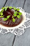 Chokolate kaka med mintkaramellen Arkivbilder