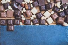 Chokolate sur le fond de granit images libres de droits