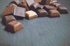 Chokolate sur le fond de granit photographie stock