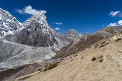 Cholatse bergmaximum, Everest region Arkivbilder