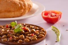Chole Bhature - um prato popular da Índia norte imagens de stock