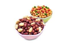 Chole e amendoim fritados na bacia Foto de Stock