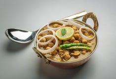 Chole punjabi servito in una ciotola Fotografia Stock Libera da Diritti