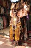 传统玻利维亚人Cholita妇女的服装在商店 免版税图库摄影
