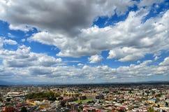 CHOLULA,墨西哥, 2015年10月16日, :对Ch街市的鸟瞰图  库存照片