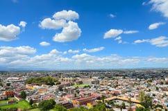 CHOLULA,墨西哥, 2015年10月16日, :对Ch街市的鸟瞰图  免版税库存图片