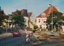 2016/09/24 Chomutov,捷克共和国-三条街道Zborovska、Celakovskeho和Politickych的交叉点的重建 免版税库存照片