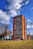 Chomutov,捷克共和国- 2018年4月01日:在第一春天阳光期间,观看tolittle在Bezrucova街道的天空刮板 库存照片