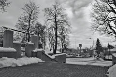 Chomutov,捷克共和国- 2017年1月20日:Mostecka街道在与雪、汽车和超级市场在背景的Kaufland的冬天,当 库存照片