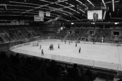 Chomutov, Τσεχία - 29 Μαρτίου 2019: U19 ημιτελικός χόκεϋ πάγου μεταξύ Chomutov και Trin στοκ φωτογραφία