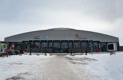 Chomutov, kraj Ustecky, чехия - 7-ое января 2017: новая универсальная арена перед игрой команды Pirati Cho хоккея младшей Стоковое Изображение