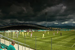Chomutov, República Checa - 1 de julio de 2017: una situación dramática delante del portero del club eslovaco del fútbol Fotos de archivo