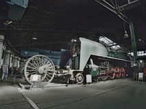 2016/08/28 - Chomutov, República Checa - locomotora de vapor expresa del verde 375 025 con una velocidad máxima de 100 kilómetros Fotos de archivo libres de regalías