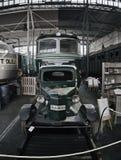 2016/08/28 - Chomutov, repubblica Ceca - carrello verde della ferrovia con un motore a combustione interna a partire dall'inizio  Fotografia Stock Libera da Diritti