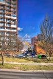 Chomutov, republika czech - Kwiecień 01, 2018: widok dziejowi domy i samochody w Lidicka ulicie podczas pierwszy wiosny światła s Zdjęcie Royalty Free