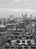 Chomutov, Tsjechische republiek - 20 Januari, 2017: parkeerterrein van Kaufland-supermarkt in Mostecka-straat met Chomutov-stad o Stock Fotografie