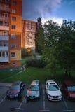 Chomutov, Ustecky kraj, republika czech - Maj 24, 2017: ranek w Lidicka ulicie w Chomutov mieście podczas wiosna wschodu słońca Obrazy Stock