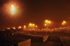 Chomutov, Ustecky kraj, republika czech - Styczeń 01, 2017: garaże i droga liczą 13 z fajerwerkiem podczas nowego roku Obrazy Stock