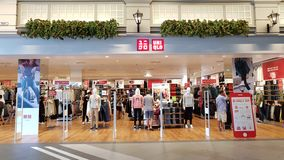 Chon Buri,泰国- 2018年12月21日:优衣库商店,终端21芭达亚分支外视图  库存照片