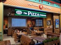 Chon Buri, Thaïlande - 21 décembre 2018 : Vue extérieure du restaurant de société de pizza avec des clients, branche de Pattaya d photos stock