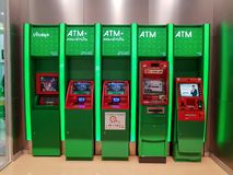 Chon Buri, Thailand - December 21, 2018: Buitenmening van ATM-machine De KASIKORNBANK-Beperkte Openbare onderneming stock foto