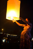 CHONBURI,泰国- 11月28 : 暂挂飞行的fi的二个人 库存照片