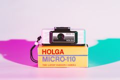CHONBURI, ΤΑΪΛΑΝΔΗ - τον Αύγουστο του 2018: Μικροϋπολογιστής 110 Holga κάμερα και τ στοκ φωτογραφία