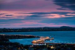 Chonburi stad på skymning Arkivbilder