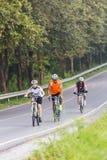 CHONBURI, TAILÂNDIA - EM OUTUBRO DE 2014: Exercício pela bicicleta no r Fotos de Stock