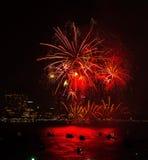 Chonburi, Tailandia - 28 novembre 2015: Il festival internazionale dei fuochi d'artificio di Pattaya è una concorrenza fra i paes Immagine Stock Libera da Diritti