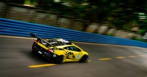 CHONBURI, THAILAND-JULY 15, 2018: Plamy lamborghini samochodowy ścigać się na tor wyścigów konnych w Bangsaen Grand Prix 2018 bli fotografia royalty free