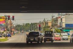 Chonburi Thailand - Maj 23, 2017: De motsatta bilarna är roterande royaltyfri fotografi
