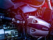 CHONBURI, THAILAND 10. SEPTEMBER 2017: Abdeckung des einzylindrigen Zylinderkopfes im Motorradshop Lizenzfreie Stockbilder