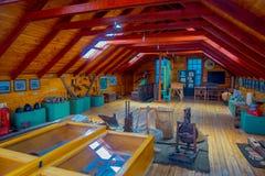 CHONCHI,智利, 2018年9月, 27日:20世纪的初期博物馆室内看法,充满家具和 免版税库存照片