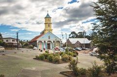 Chonchi kyrka på plazaen de Armas Square - Chonchi, Chiloe ö, Chile royaltyfria foton