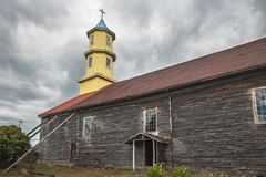 Chonchi kyrka på plazaen de Armas Square - Chonchi, Chiloe ö, Chile arkivfoto