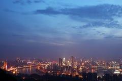 Chong qing-nightscape av bergstaden Arkivfoton