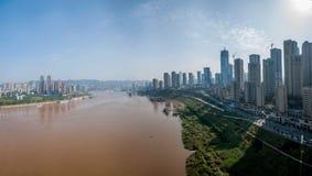 Chongqing Chaotianmen Yangtze River Bridge da entrambi i lati del fiume Chang Jiang Fotografia Stock