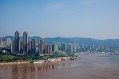 Chongqing Chaotianmen Yangtze River Bridge da entrambi i lati del fiume Chang Jiang Fotografie Stock Libere da Diritti