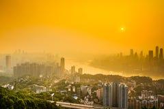 Chongqing City Skyline op Yangtze stock foto