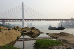 Chongqing DongShuiMen Yangtze River Bridge Arkivbilder