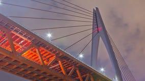 Chongqing DongShuiMen Yangtze River Bridge bij Nigh Stock Foto's